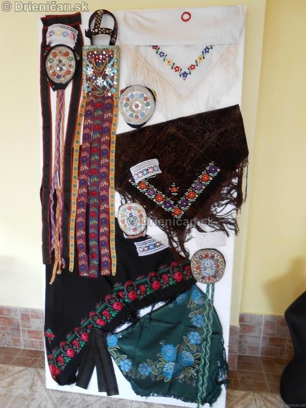 Vystava ludovych krojov a vysiviek 2012 Drienican_004