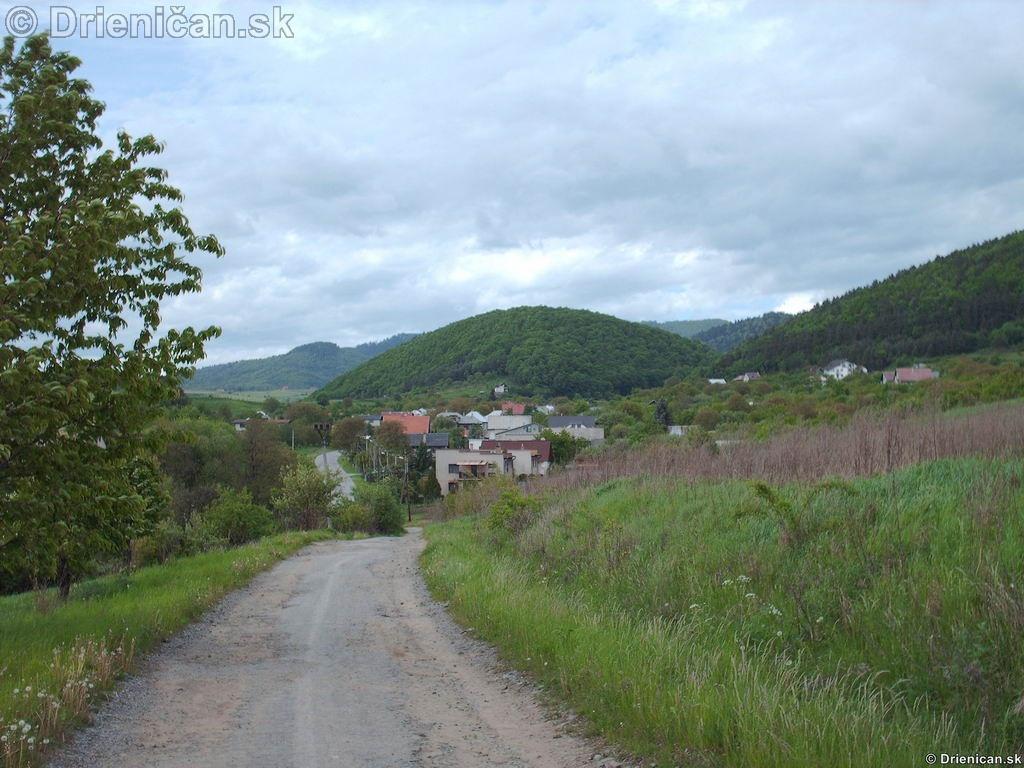 Poľná cesta spájajúca Jakubovany a Drienicu.