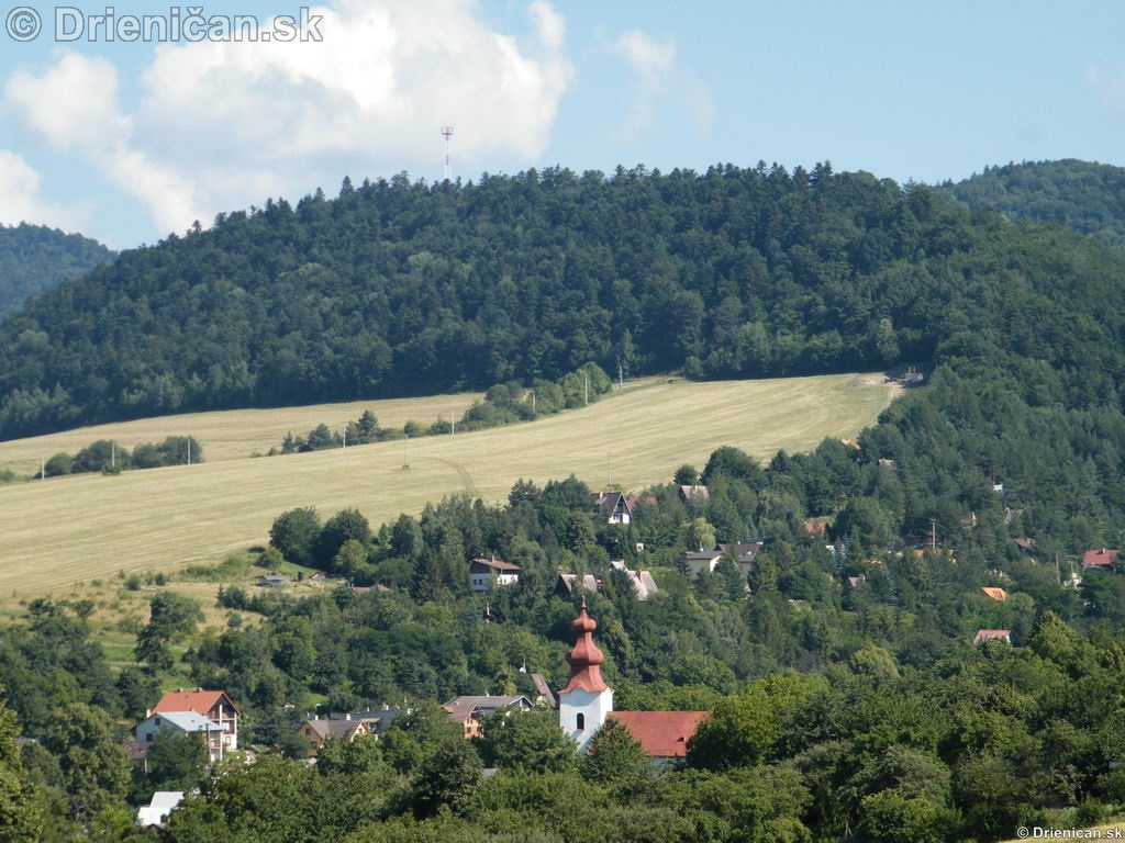 Hlavná chatová oblasť Gacky, pohľad s pod lesa na Markovni.