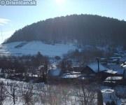Pohľad na Markoveň, napravo dole snehový bunker naších malých staviteľov.