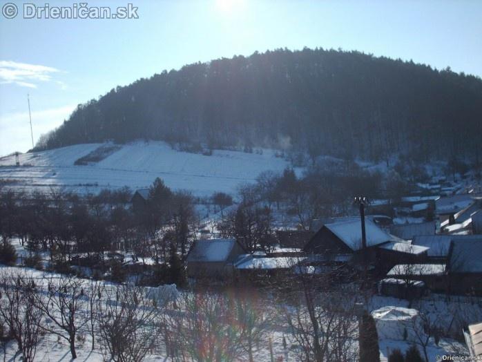 Pohľad na Markoveň, napravo dole snehový bunker našich malých staviteľov.