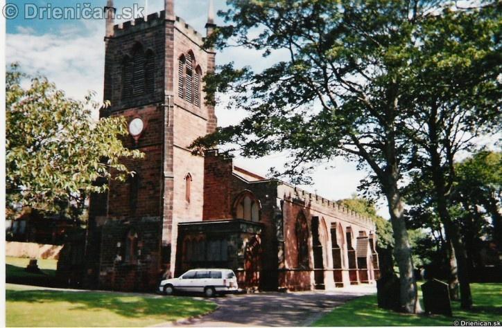 Typický kostol, všetko ako celé Anglicko je postavené z červených tehál.