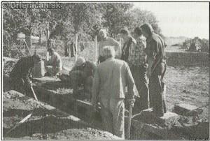 Stavba vodnej priekopy na cintoríne r.2000