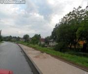 Chodniky a cesta, Drienica