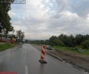 Výstavba chodníkov okolo hlavnej cesty v Drienici