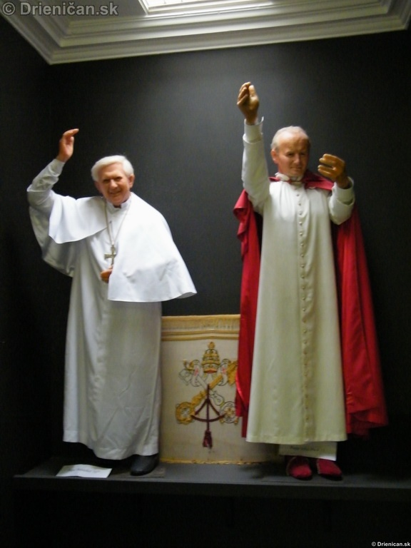 Dvaja pápeži vedľa seba... Benedikt XVI a Ján Pavol II.