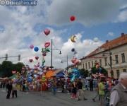 Balóny naplnené ľahkým plynom. Častokrát ich vídime, ako ich vietor unáša do ďiaľav...