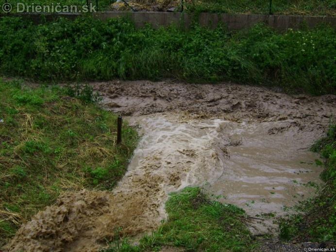 Rozbúrenému potoku pridávali na sile bočné prítoky