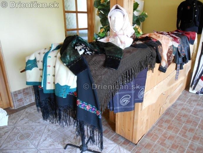 Vystava ludovych krojov a vysiviek 2012 Drienican_056