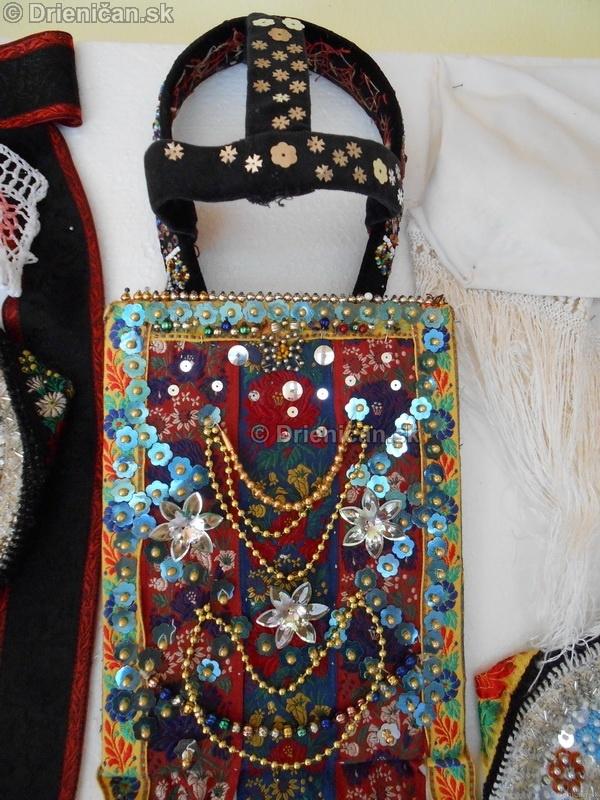 Vystava ludovych krojov a vysiviek 2012 Drienican_083