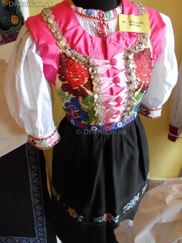 Vystava ludovych krojov a vysiviek 2012 Drienican_113