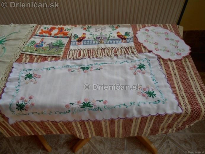 Vystava ludovych krojov a vysiviek 2012 Drienican_126
