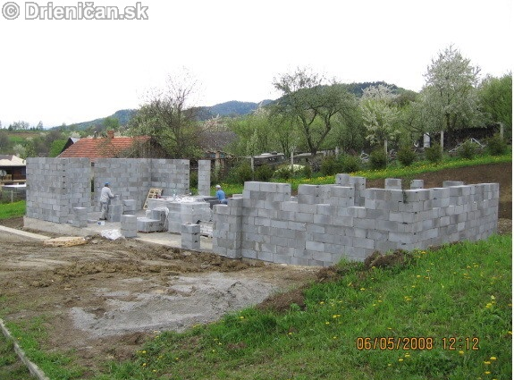 Dom smútku vo výstavbe