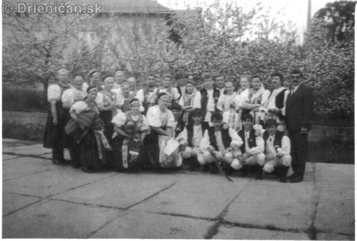 Sabinov 17.5.1992 Folklórna skupina Šomka so starostom obce Ing. Františkom Škovranom (prvý sprava)