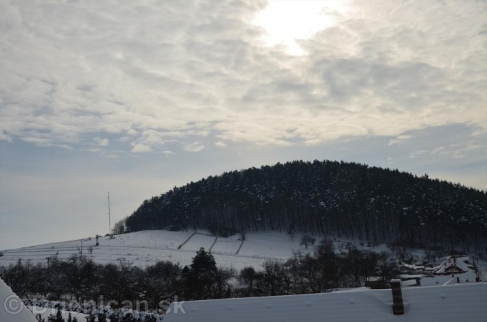 Markoveň, patrí k hornej časti obce a na jej úpätí sídli Dom Mamy Margity