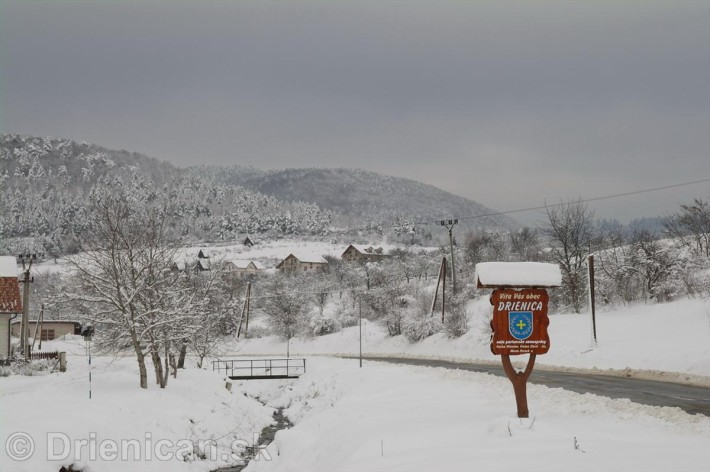 Úvodná tabuľa: Víta Vás obec Drienica
