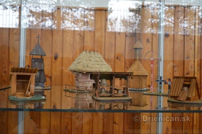 ABC stavebnictva Presov,miniatury kostolov,hradov a ludovej architektury_15