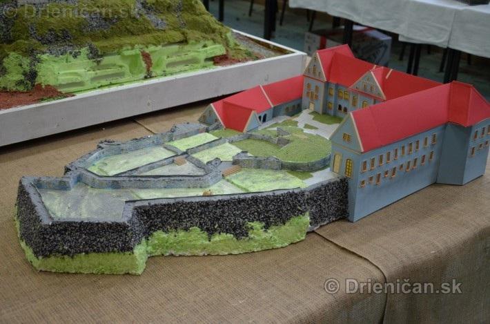 ABC stavebnictva Presov,miniatury kostolov,hradov a ludovej architektury_18