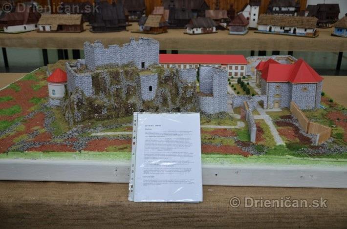 ABC stavebnictva Presov,miniatury kostolov,hradov a ludovej architektury_26