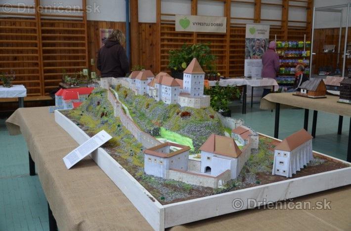 ABC stavebnictva Presov,miniatury kostolov,hradov a ludovej architektury_41