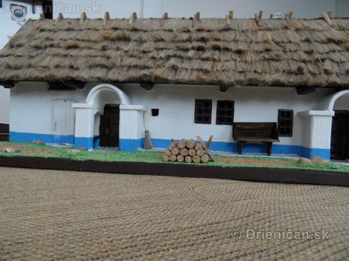 ABC stavebnictva Presov,miniatury kostolov,hradov a ludovej architektury_56