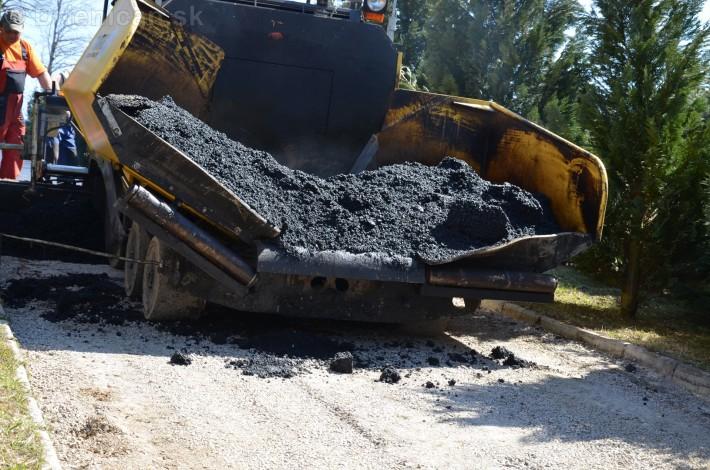 asfaltovanie cesty na cintorin drienica_06