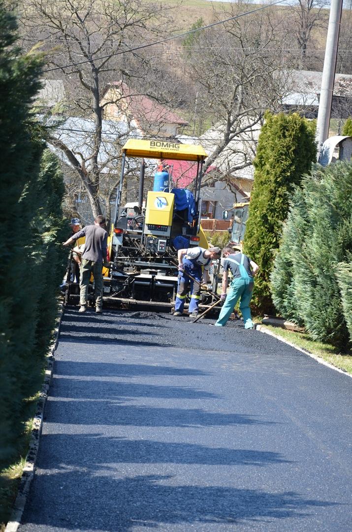 asfaltovanie cesty na cintorin drienica_09