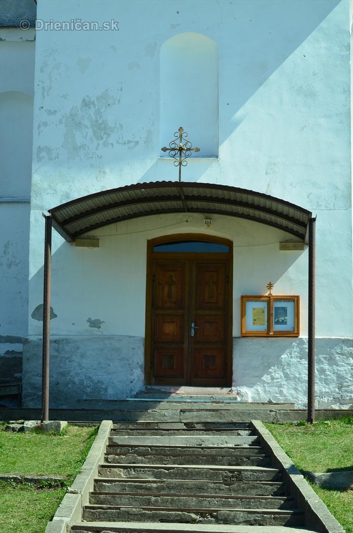Vstupné dvere a pozostatok strarého schodišťa