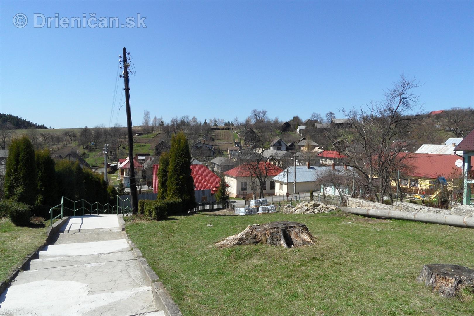 Chrám sa nachádza nad Materskou Škôlkou, napravo od nej je Základná Škola bl.Vasiľa Hopka, oproti sa nachádza autobusová zastávka.