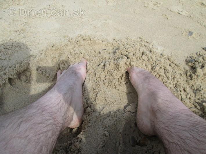 Idilka piesočnej pláže, môžete ju striedať s morom a chôdzou, relaxačná masáž...