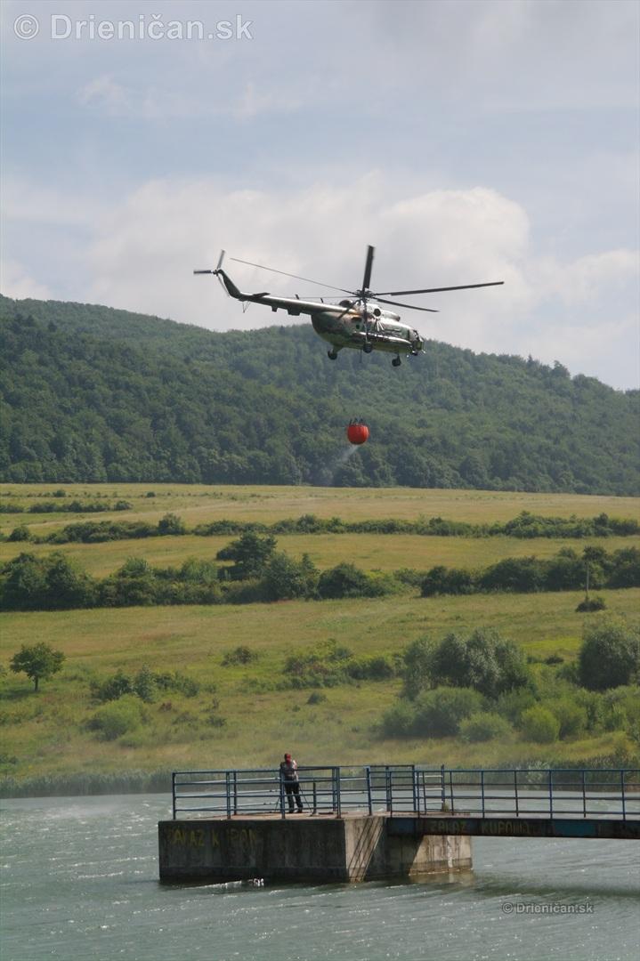 Naša kameramanka Janka si skúsila silu vetra od helikoptéry.