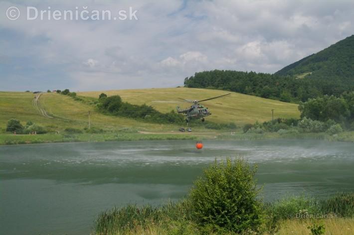 Naberanie vody si vyžaduje profesionálne schopnosti pilota.