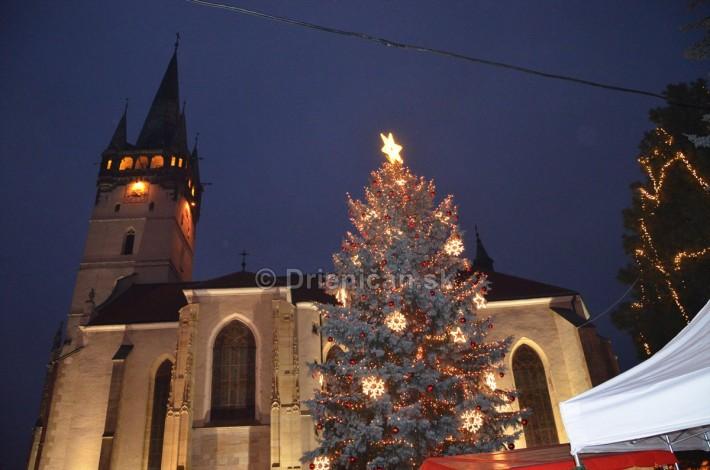 Kostol sv. Mikuláša v Prešove s Vianočným stromčekom