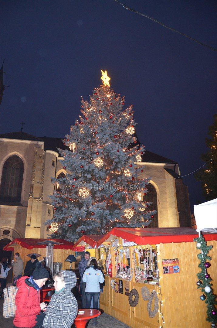 Vianočný stromček mesta Prešov, sa nachádza na pešej zóne.