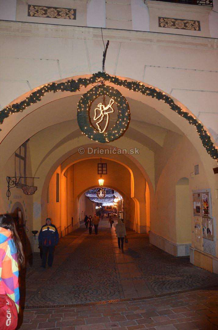 Vianočné ozdoby, pod Bránkou...