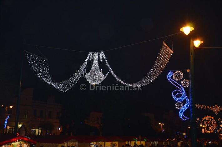 Vianočné osvetlenie a dekorácie