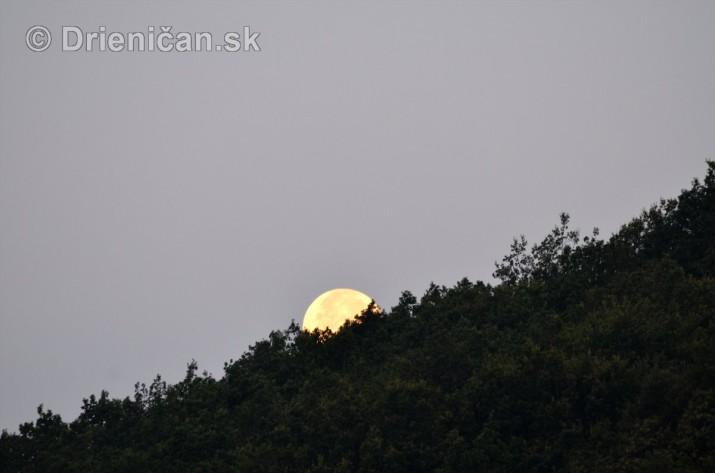 Najvacsi Mesiac v roku_3