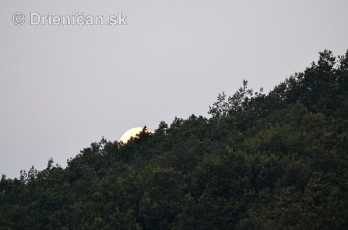 Najvacsi Mesiac v roku_4