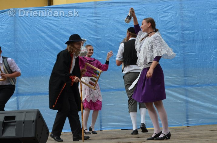 Jesenný kultúrny festival v parku pri fontáne