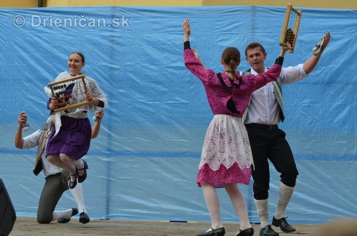Jesenny kulturny festival v parku pri fontane _02