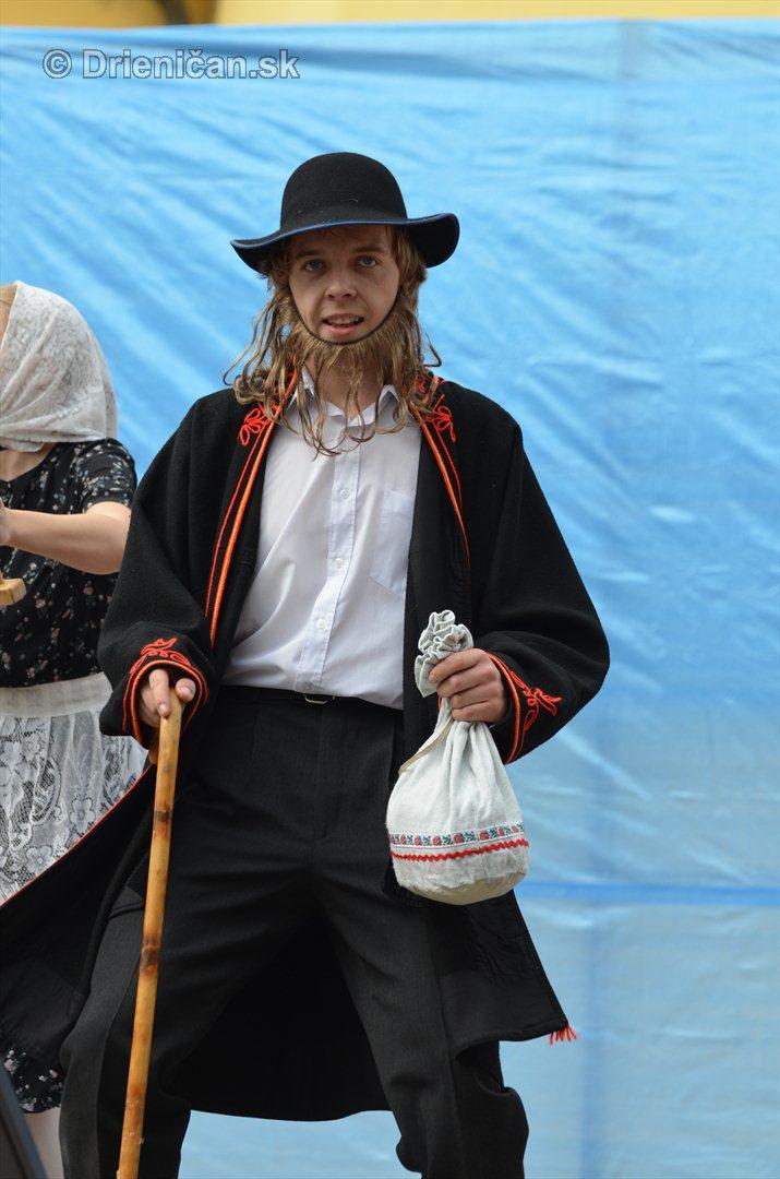 Jesenny kulturny festival v parku pri fontane _03