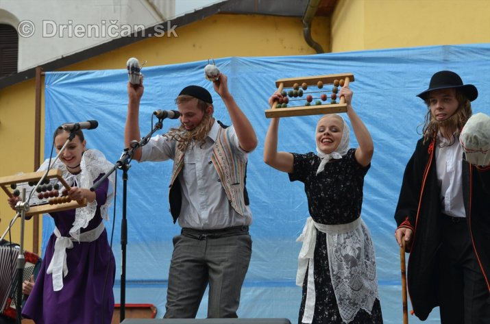 Jesenny kulturny festival v parku pri fontane _05