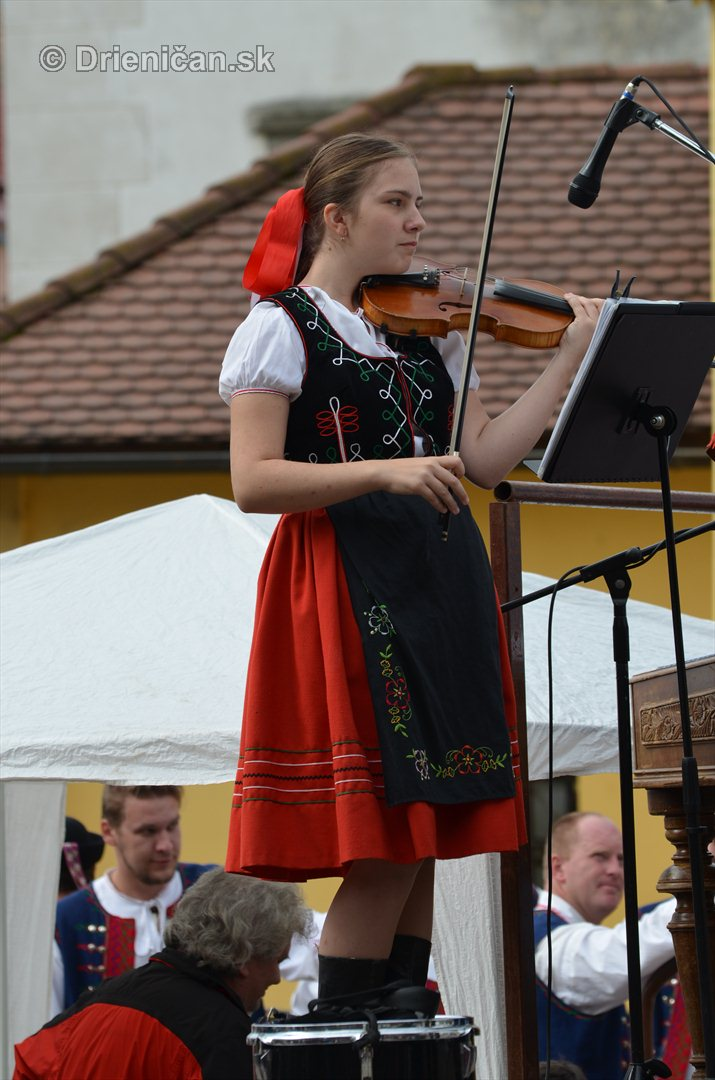 Jesenny kulturny festival v parku pri fontane _06