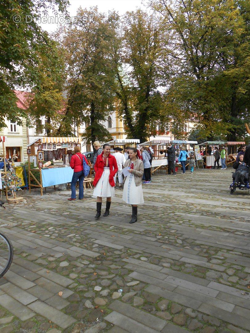 Jesenny kulturny festival v parku pri fontane _32