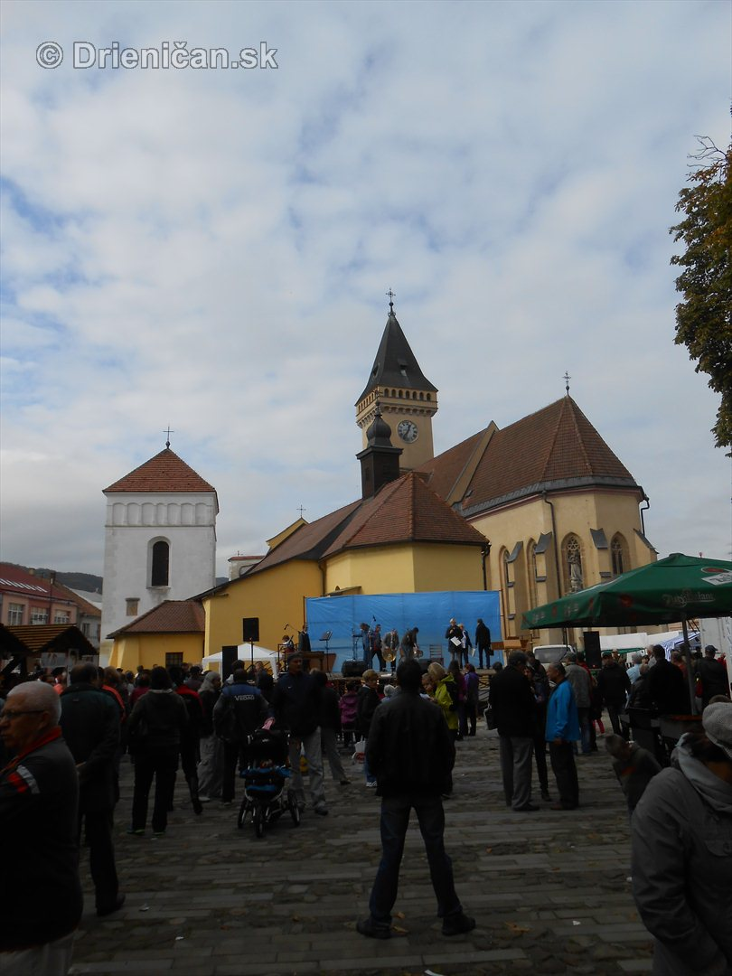 Jesenny kulturny festival v parku pri fontane _33