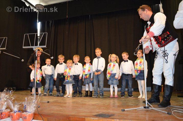 Najmladší Drieničania blahoželajú dôchodcom