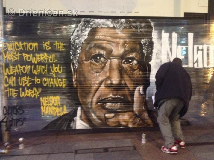 Nelson Mandela okom sprayera_2