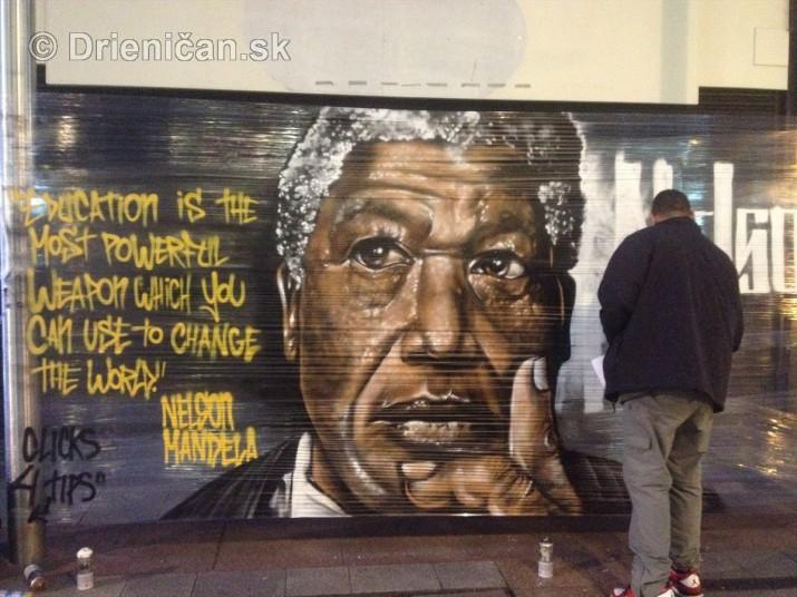 Nelson Mandela okom sprayera_3