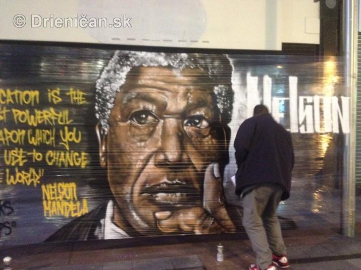 Nelson Mandela okom sprayera_4