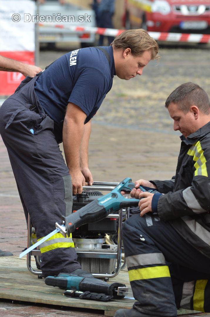 Majstrovstva Slovenskej republiky vo vyslobodzovani zranenych osob z havarovanych vozidiel foto_09